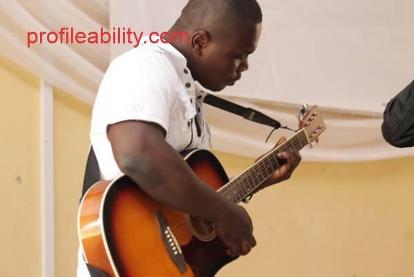 Evans Twumasi ampofo (Guitarist)